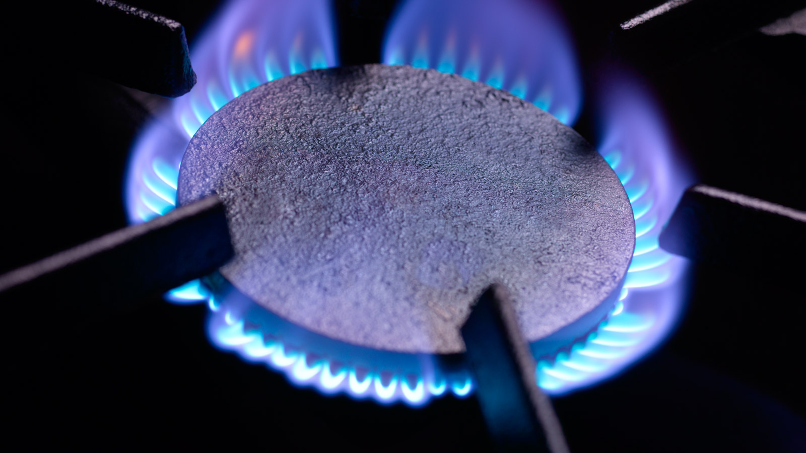 Blue flames on a gas cooker ring